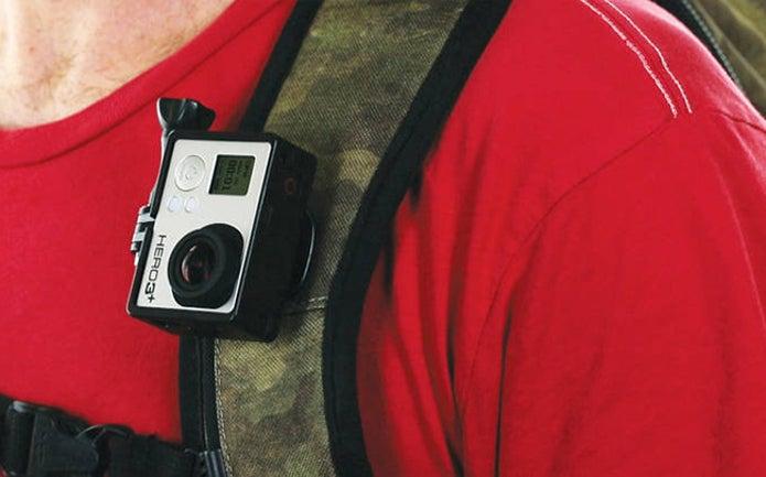 リュックにつけられたゴープロカメラ