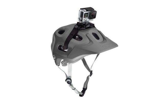 ヘルメットにマウントされたゴープロカメラ