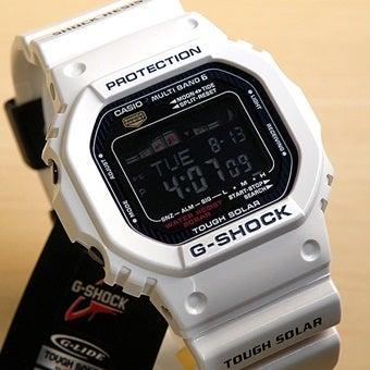 白のG-SHOCK電波ソーラー時計