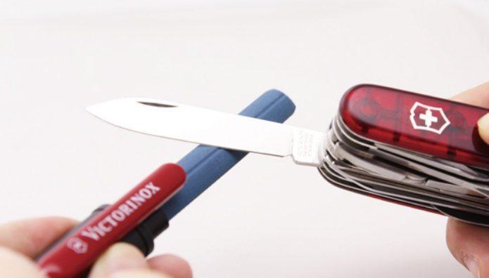 アーミーナイフの刃を研ぐ