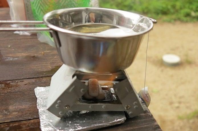 固形燃料でお茶を沸かす