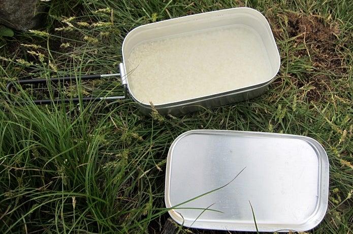 固形燃料で米を炊く前の準備