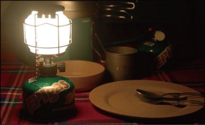 ガスランタンと食卓