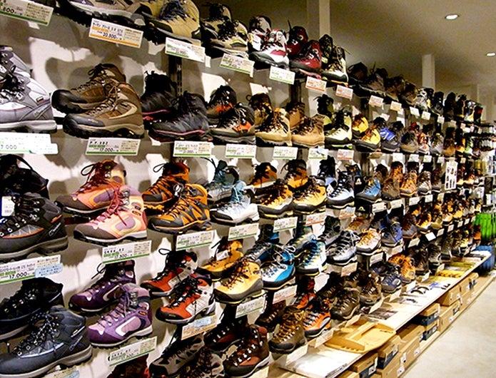 登山靴のおすすめが並んでいる