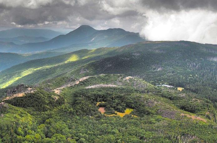 黒百合ヒュッテのある山