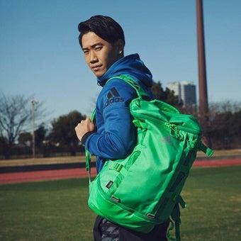 アディダスのバックパックをサッカー選手が使う