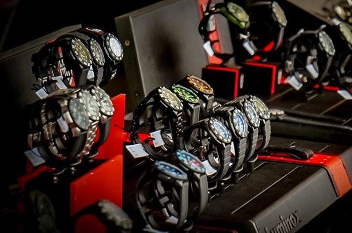 ルミノックスの腕時計が並んでいる