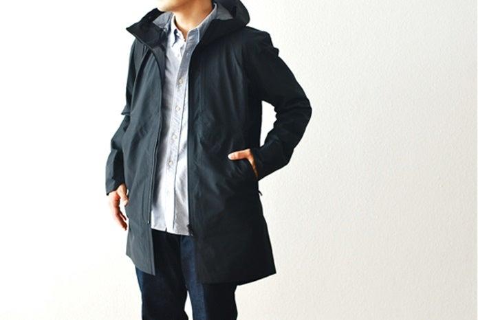 アークテリクスヴェイランスのコートを着た男性