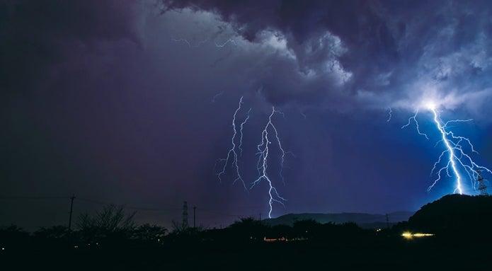 コンパクトなデジカメで雷を撮影
