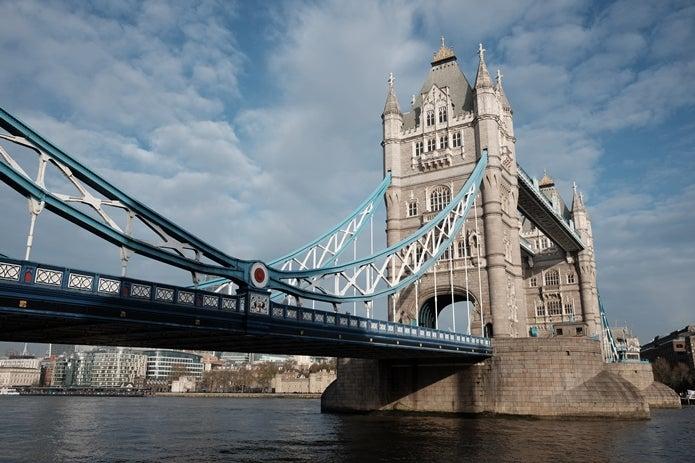 コンパクトなデジカメで橋を撮影