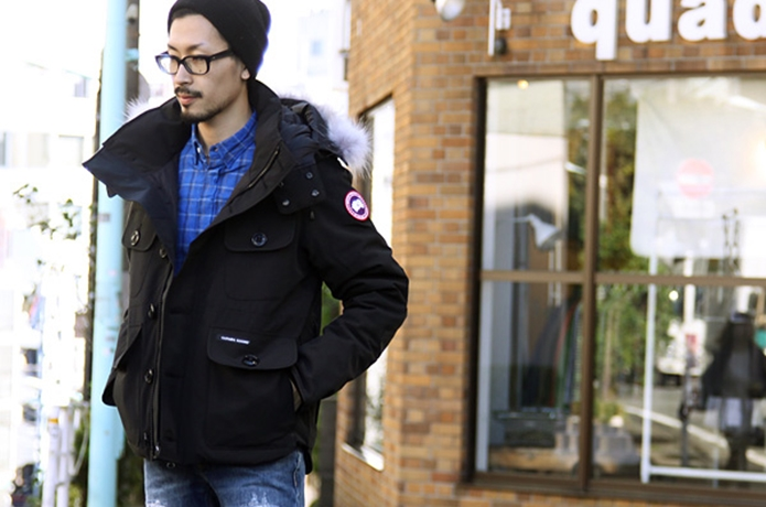 カナダグースのラッセルパーカーを着た男性