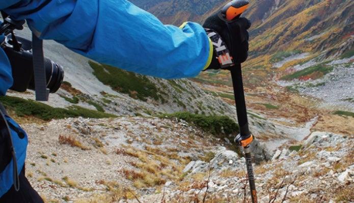 レキのストックを使う登山者