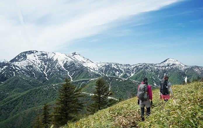 山登り服装女性2人