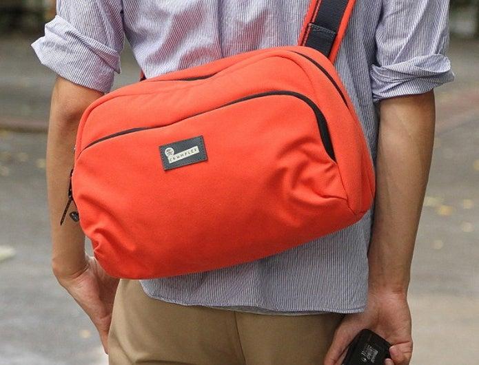 クランプラーのオレンジなカメラバッグ