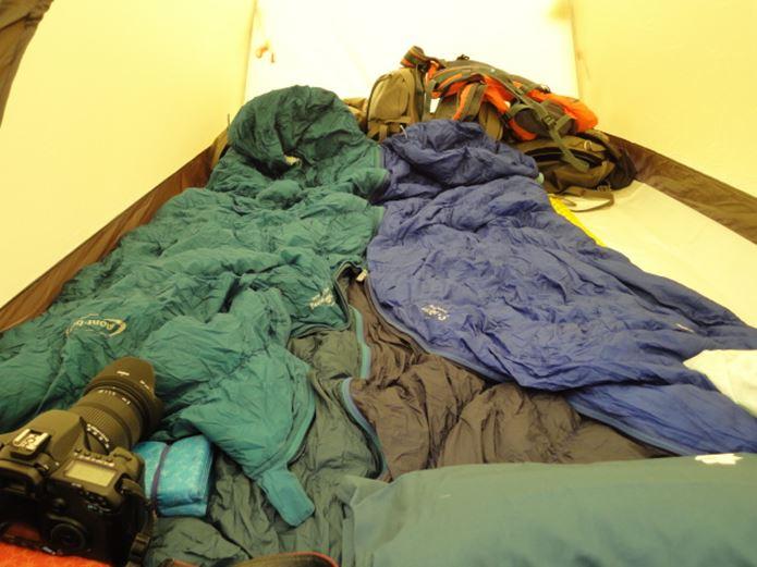 モンベルの寝袋をテントにしく