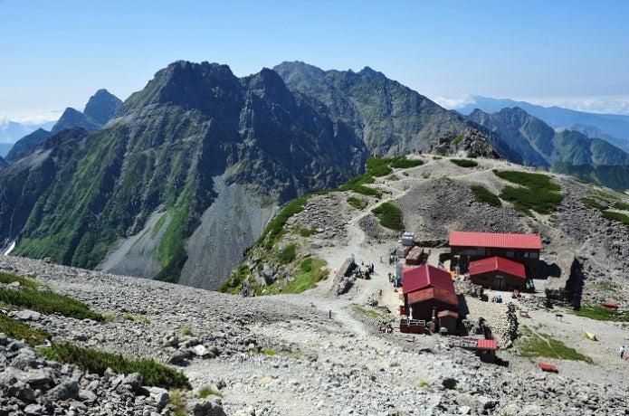 涸沢小屋と山