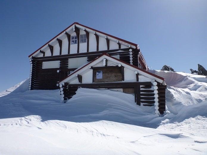 燕山荘の積雪などはブログをチェック