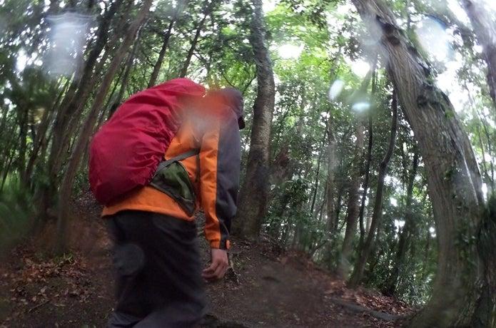 登山中雨に降られる