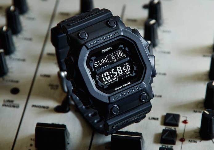 ジーショックの電波ソーラー腕時計