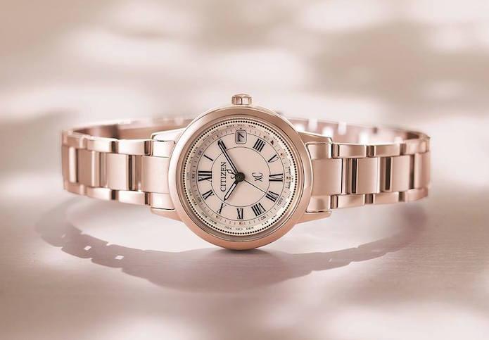 女性用の電波ソーラー腕時計