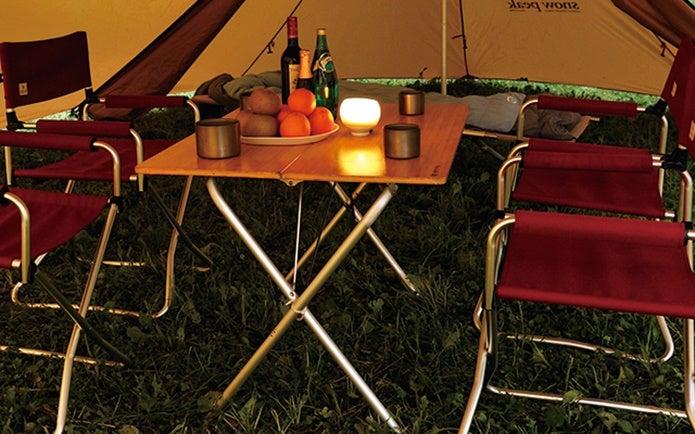 テント内に置いたスノーピークのテーブル