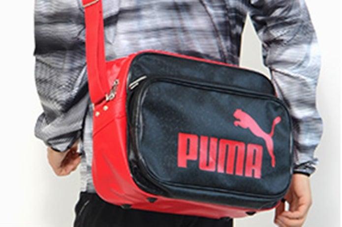 プーマのバッグを持った男性