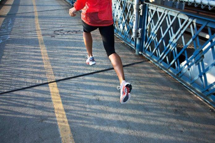 ナイキのランニングシューズのおすすめを履いて走る人
