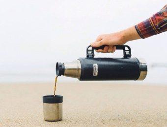 コップ付き水筒を使用する
