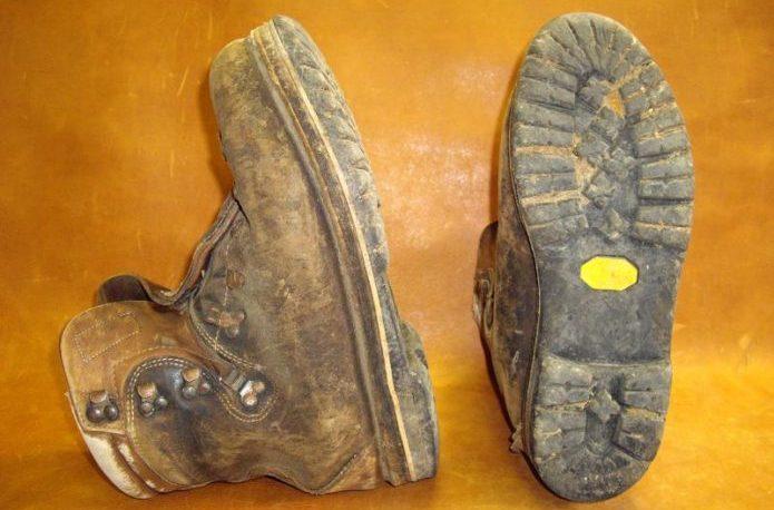 古くなったビブラムソールの靴