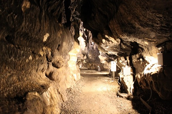 日原鍾乳洞の通路その2