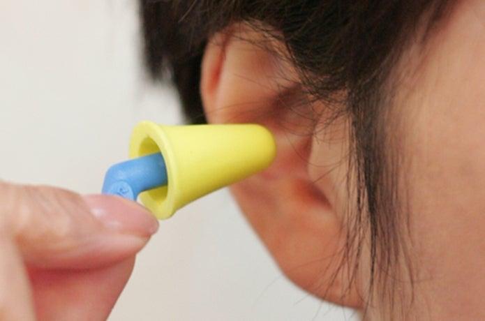 耳栓をする人