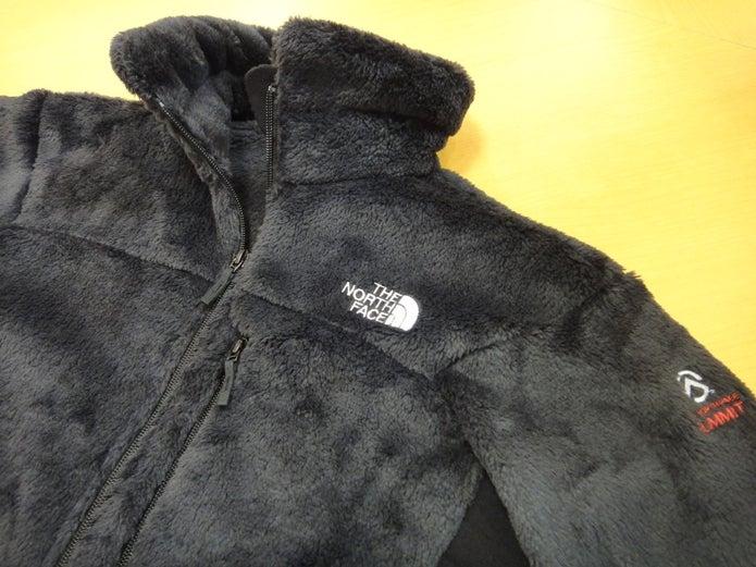 ノースフェイスの黒いフリースジャケット