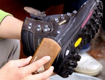 登山靴はゴシゴシ力をこめて洗わない