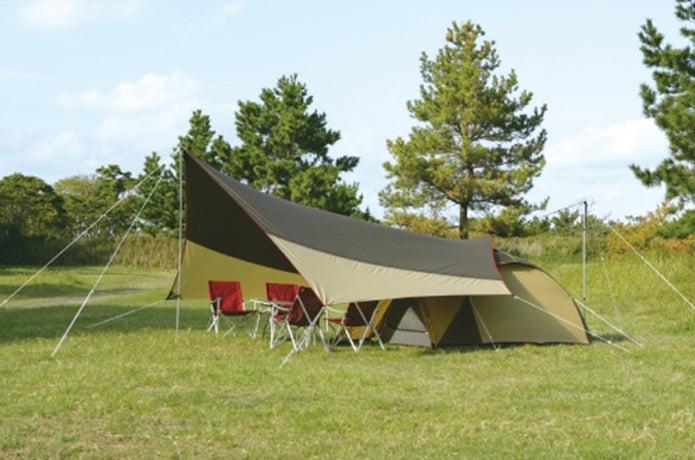 小川張りをしたタープとテント