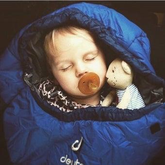 ドイターのシュラフで眠る赤ちゃん