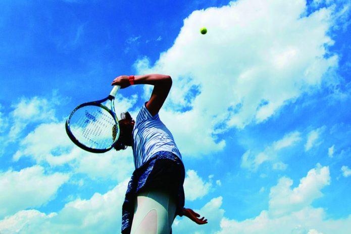 CWXを履いたテニスプレイヤー