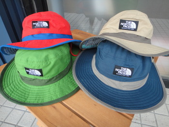 ノースフェイスのカラフルな帽子