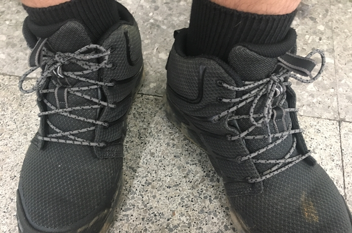 靴下を履いた足元