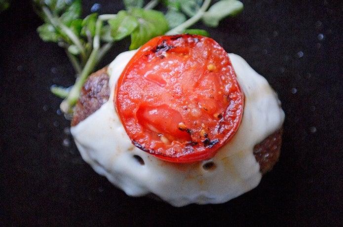 フレッシュトマト&チーズのハンバーグの画像