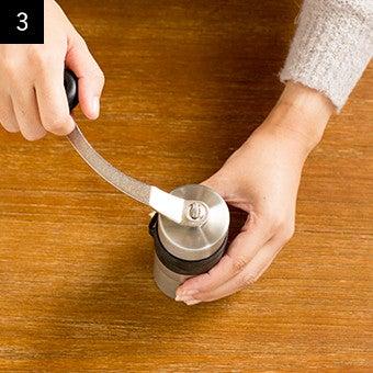 おすすめ手動コーヒーミルの使い方3