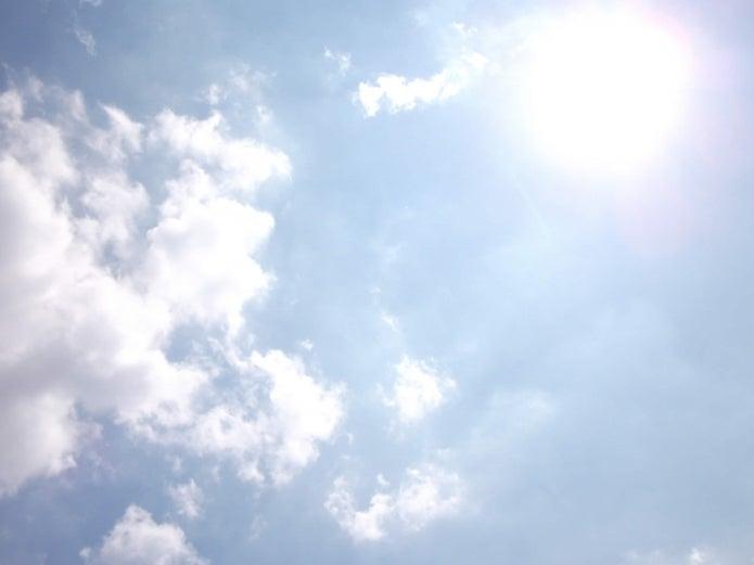 太陽の日差しがまぶしい画像