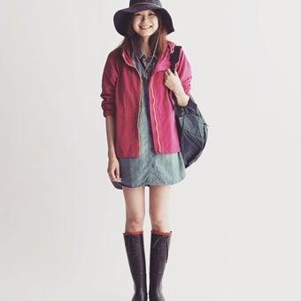 エーグルのレインブーツを履いた女性の画像