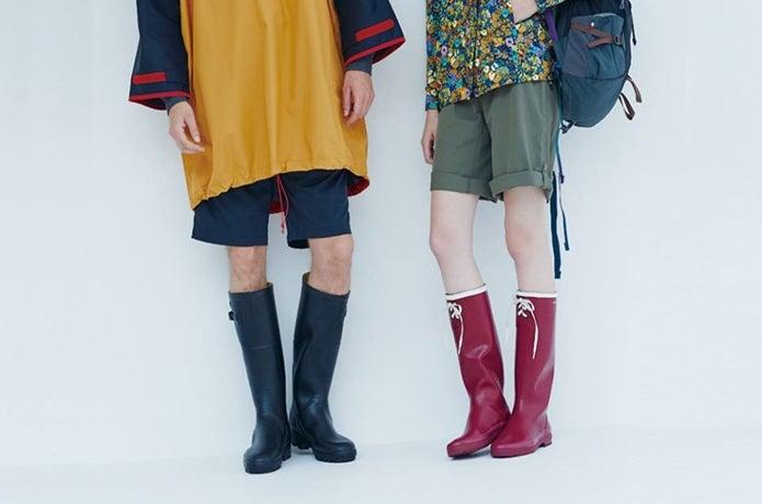 エーグルのレインブーツを履く男女