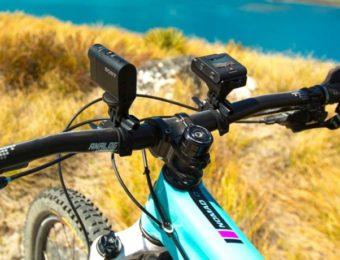 ソニーアクションカムを自転車につけている画像