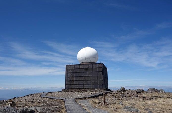 霧ヶ峰の車山山頂の気象レーダー