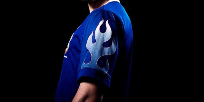 アディダスのサッカー日本代表モデルTシャツ