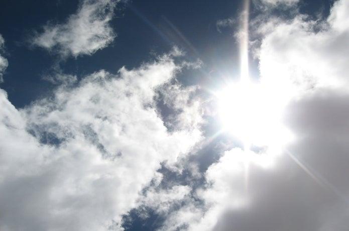 太陽の日差しの画像