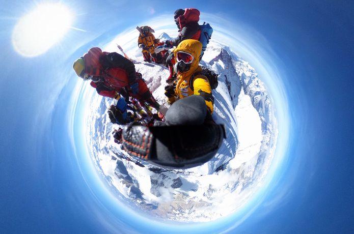 エベレスト山頂の360度写真
