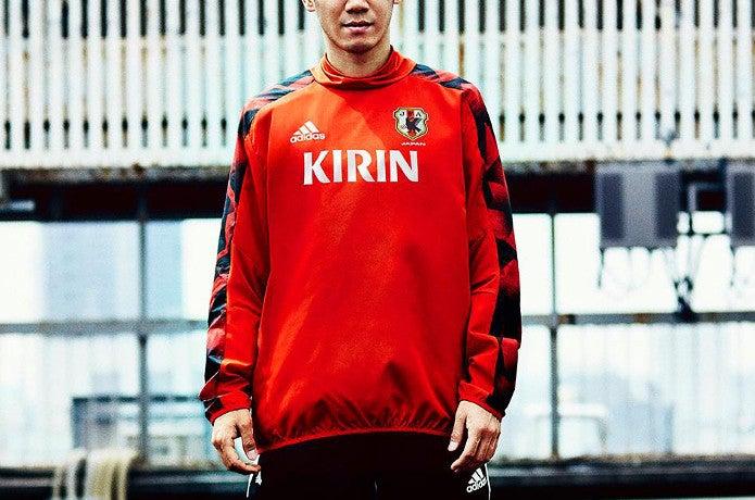 アディダスのウィンドブレーカーサッカー日本代表モデル