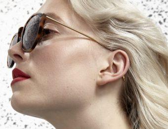 adsrのサングラスをかけた女性